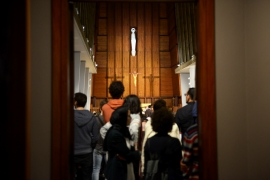 Comme à l'accoutumée, une foule compacte est venue écouter, le semeur d'idées, Pierre Rabhi à l'Eglise Notre Dame de Lourdes de Casablanca. DAVID RODRIGUES / LE DESK
