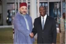 Le roi Mohammed VI en compagnie du président ivoirien à son arrivée le 24 février à Abidjan. GOV.I