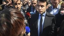 Emmanuel Macron en visite à Whirlpool Amiens, le 26 avril 2017. MARC FEFERBERG / AFP